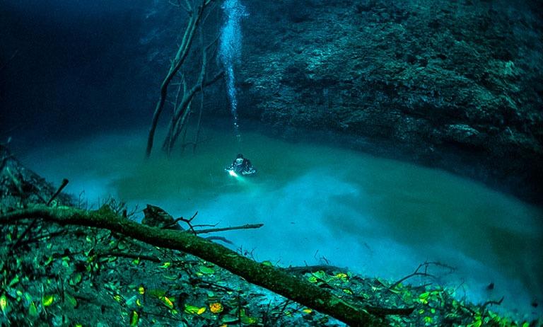 رودخانه ای در زیر آب
