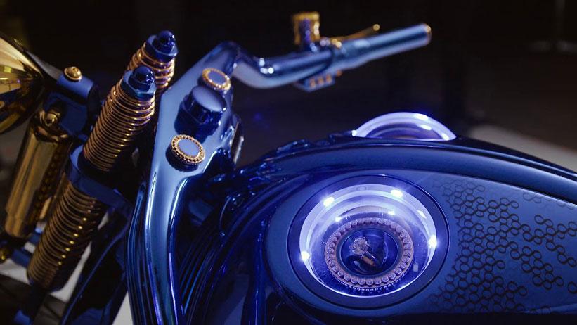 گرانترین موتور سیکلت جهان | هارلی دیویدسون بوخرر بلو ادیشن