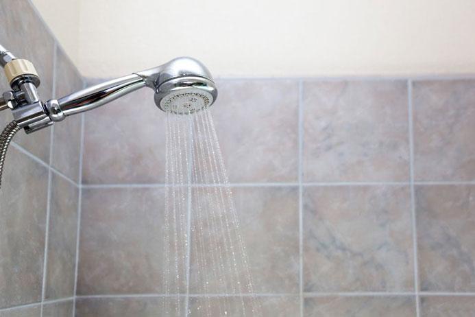 نحوه تمیز کردن سر دوش حمام