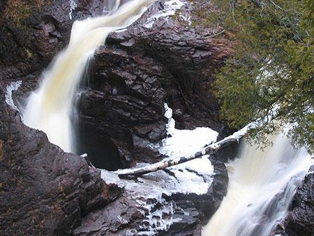 آبشاری که غیب می شود